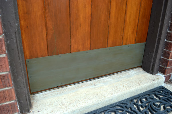 Faux painted brass patina on door kickplate & How to faux paint a brass patina - Lansdowne Life